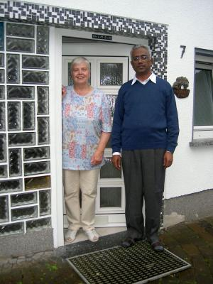 Renate Groos und Pfarrer Sebastian